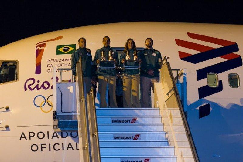 Un avión especialmente acondicionado transportó la llama desde Suiza, sede del Comité Olímpico Internacional, a Brasil.