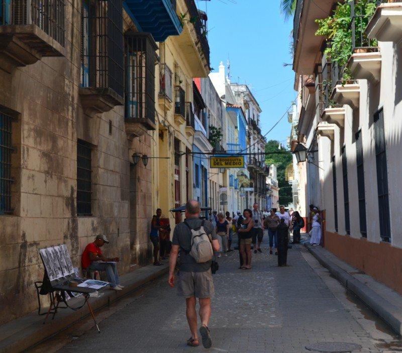 La Habana recibe casi la mitad de los turistas de Cuba pero tiene sólo el 20% de la capacidad de alojamiento del país.