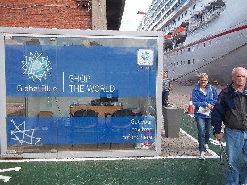 Puesto de reintegro de Global Blue en el puerto de Montevideo.
