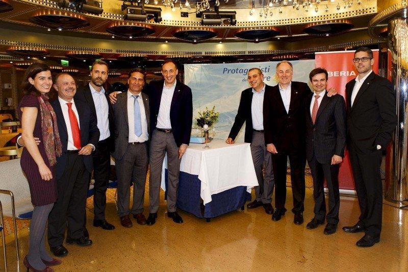 Directivos de Costa Cruceros y de Iberia anunciaron una alianza entre ambas compañías.