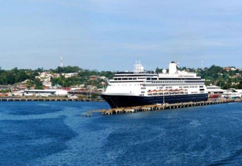 Puerto Limón, en el Caribe, debutó esta temporada como puerto de embarque para pasajeros locales.