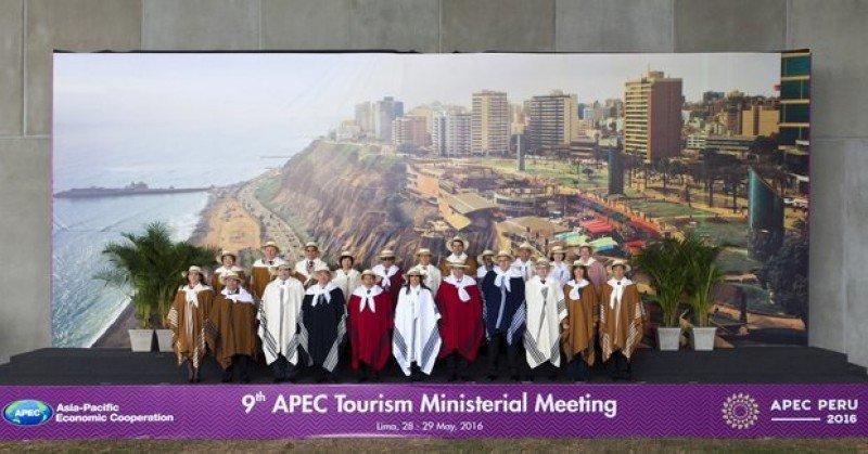 Foto oficial de la reunión de ministros de turismo de los países de APEC en Lima.