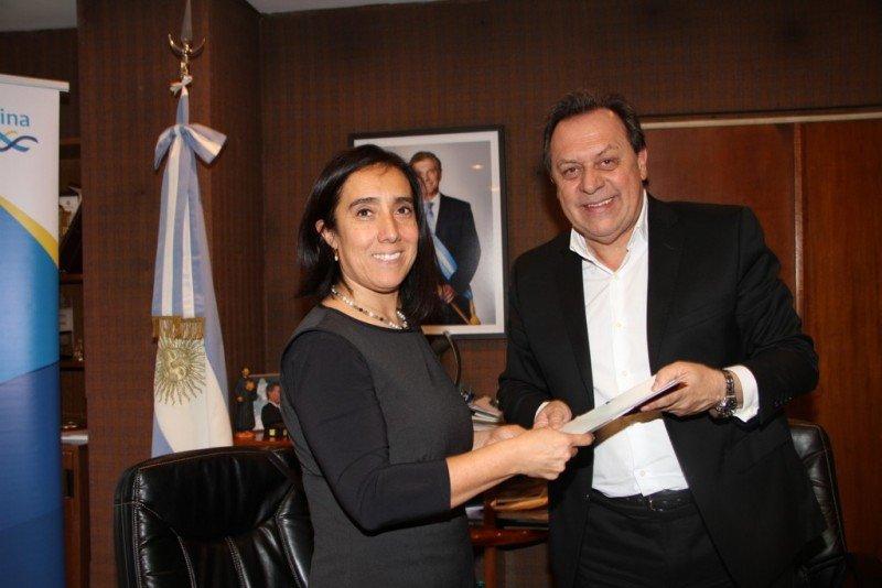 Claudia Cáceres Araya y Gustavo Santos.