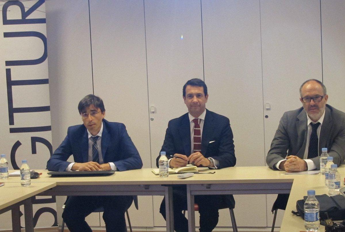 Carlos Romero, director de I D i de Segittur; Antonio López de Ávila, presidente, y Luis Javier Gadea, gerente del área, presentaron ayer en Madrid el Sistema de Inteligencia Turística.