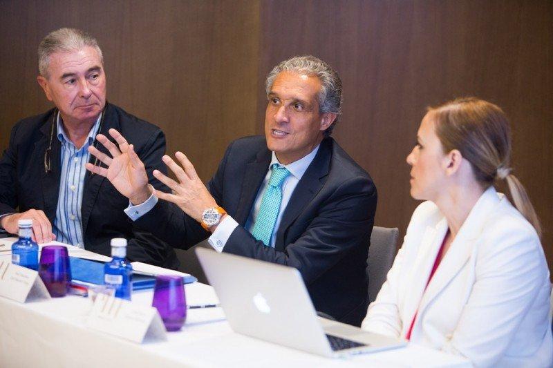 De izq. a dcha, Álvaro Pacheco, Raúl González y Sara Ramis, en la presentación de la nueva estructura de marcas.