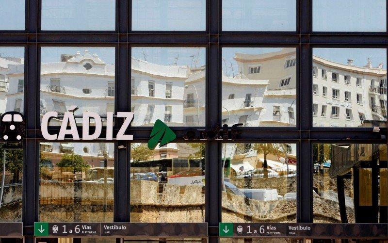 Adif licita un proyecto hotelero en la estación de Cádiz