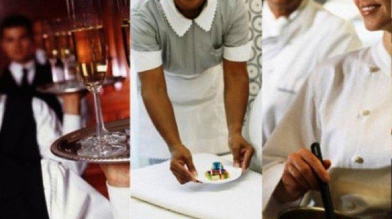 Tanto los camareros de mesa como los de habitaciones se encuentran entra las ocupaciones con mayor salida este verano.