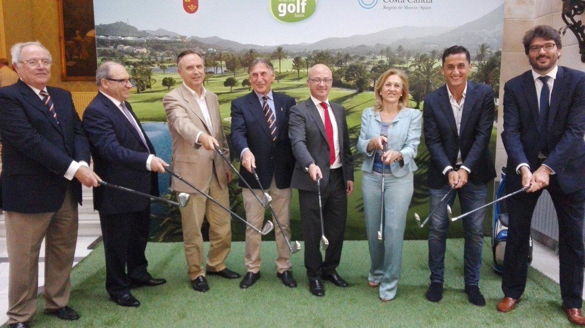 El estudio fue presentado el miércoles por  el consejero de Desarrollo Económico, Turismo y Empleo, Juan Hernández, en el Real Casino de Murcia -cuarto por la derecha-.