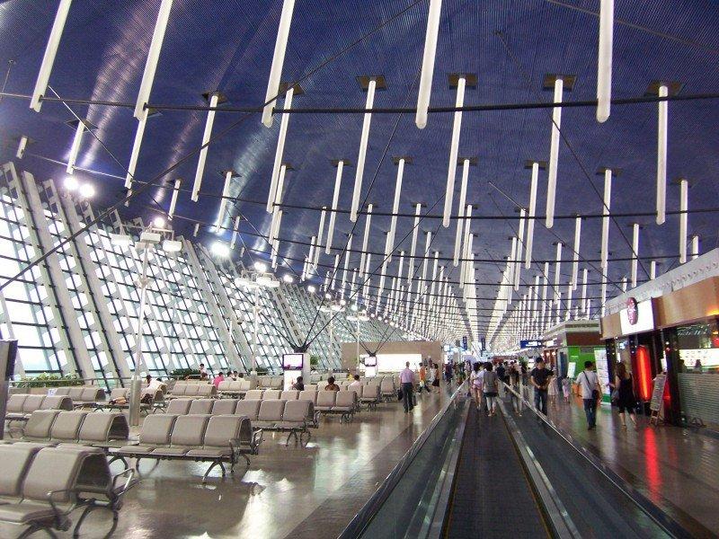 Cinco heridos al estallar un artefacto en el aeropuerto de Shanghái
