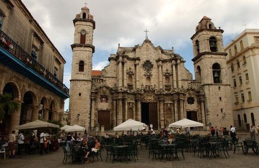 La Habana al igual que otras ciudades de Cuba está incorporando nuevas infraestructuras hoteleras.