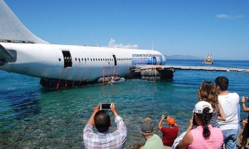El Airbus sumergido en el Mar Egeo (vídeo)