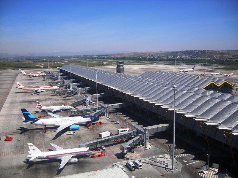 Huelga de los operadores del guiado de aviones en Madrid-Barajas