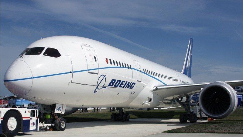 Irán firma un acuerdo con Boeing para comprar 100 aviones