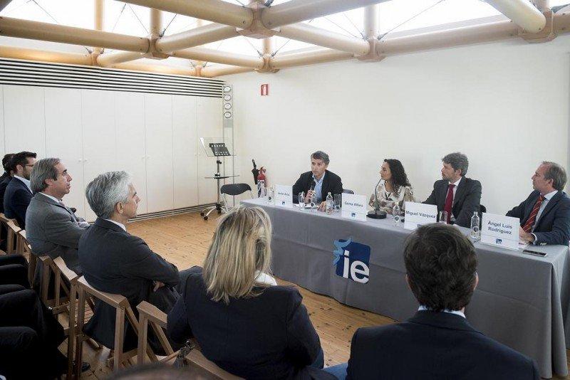 Javier Arús, director de Inversiones de Hispania Activos Inmobiliarios, durante su intervención en la jornada organizada por el Alumni Real Estate Club del Instituto Empresa. Foto: Irene Medina.