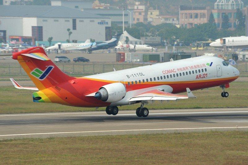 El avión regional chino ARJ21 opera su primer vuelo comercial