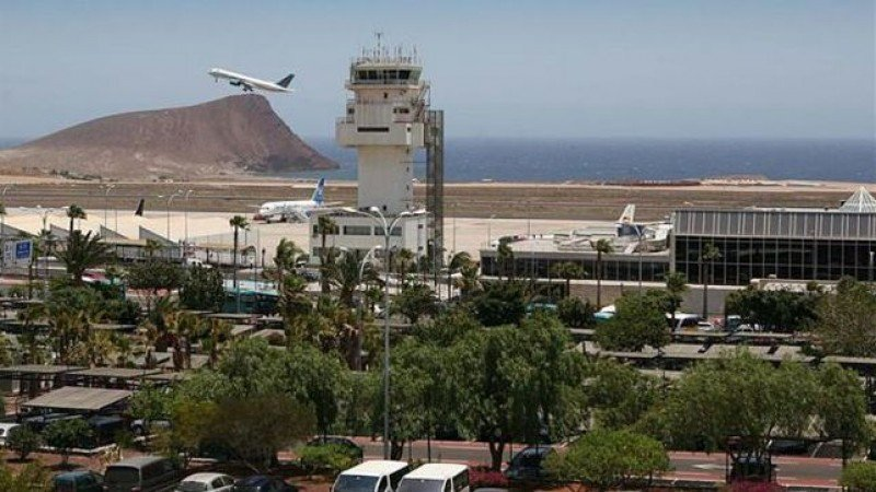 Dos aerolíneas quieren establecerse en Tenerife