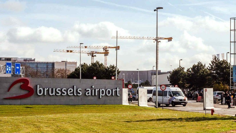 El aeropuerto reabrió totalmente dos meses y medio después de los atentados.