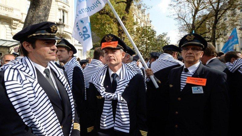 Pilotos de Air France en huelga que coincide con la realización en Francia de la Eurocopa. Foto: Archivo