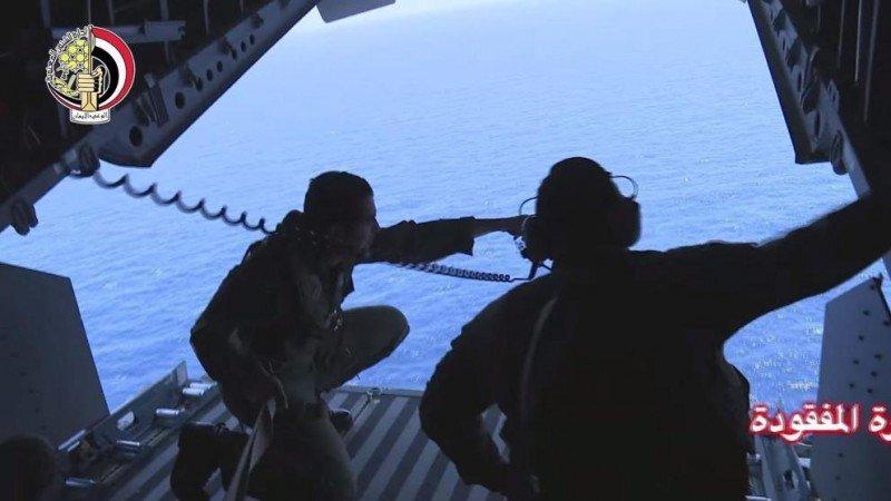 Equipo de búsqueda en el mediterráneo, en una imagen del Ministerio de Defensa de Egipto.