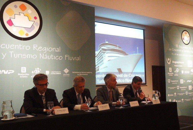 Expositores en el último Encuentro Regional de Cruceros, celebrado en 2015 en Montevideo.