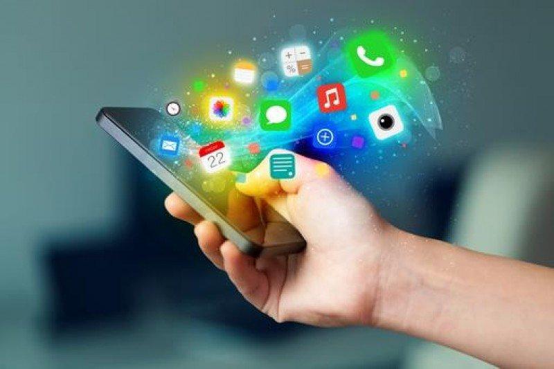 Durante las vacaciones estivales, los españoles pasarán un 15% de su tiempo pegados al móvil.