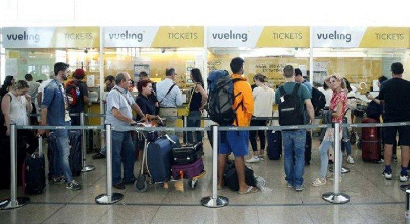 Vueling se arriesga a perder su licencia de operador aéreo por una temporal (Foto Efe).