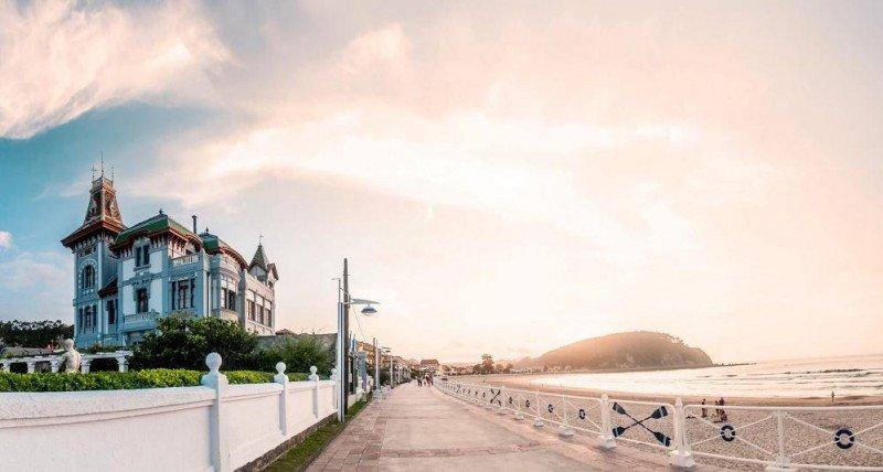 El hotel Villa Rosario, en Asturias, conserva su arquitectura indiana y su decoración original.