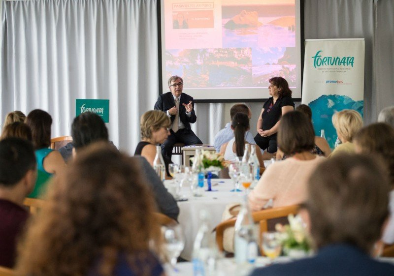 Ricardo Rivero, director del estudio, y la directora de investigación y conectividad de Turismo de Canarias, María Guardiet, presentaron los resultados de la investigación.