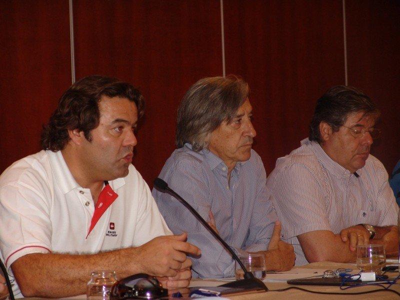 De Izq. a Da.: los delegadios sindicales Carlos Novo y Alfonso Echevarría junto al jefe de la sección sindical, Antonio González Gullón.