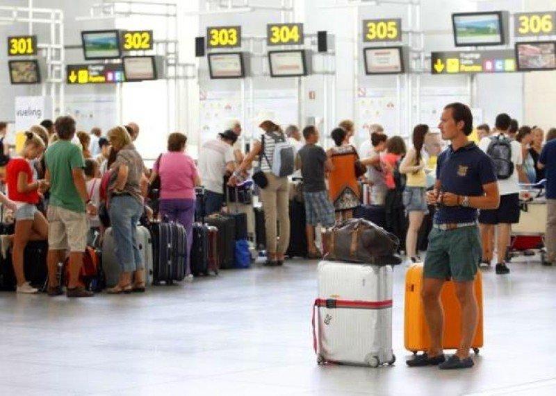 El avión, el transporte que más crece para viajes domésticos en mayo. En la foto el Aeropuerto de Málaga-Costa del Sol.