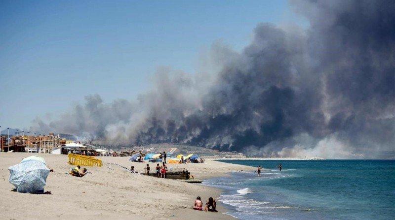 Los incendios continúan aún activos. Foto: AFP / Marcos Moreno.