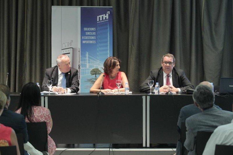 De izq. a dcha, Jesús Gatell, Isabel Borrego y Joan Molas, en la Asamblea Anual del ITH.