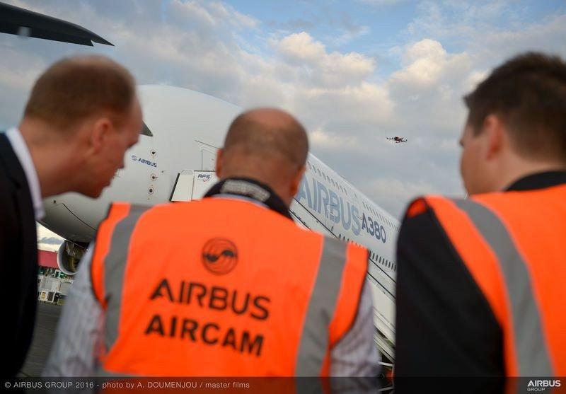 Cómo inspeccionar un avión con un drone