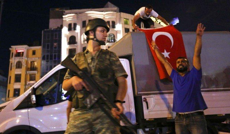 Turquía sofoca en una noche el golpe de Estado militar