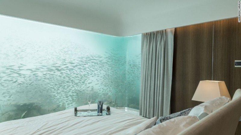 En la habitación el cliente puede experimentar la sensación de presenciar la vida marina a su alrededor.