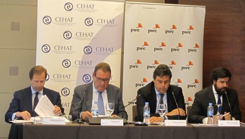 Los responsables de CEHAT, Ramón Estalella y Joan Molas, y los representanes de PwC, Cayetano Soler y Asís Colomina.