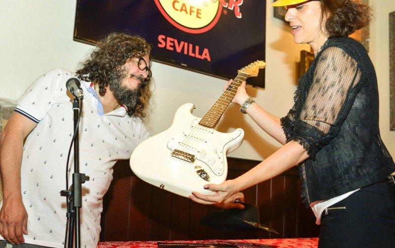 El músico sevillano Raimundo Amador ha donado varios objetos.