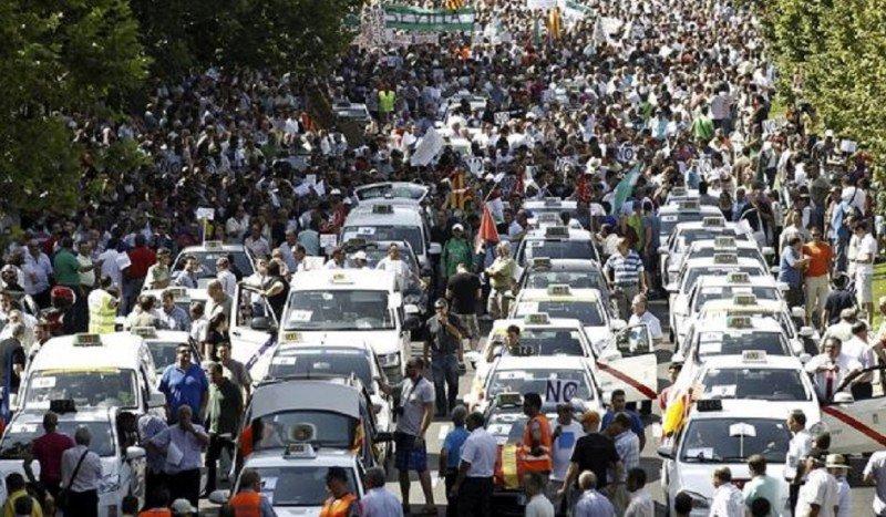 La nueva red europea de taxis inquieta al sector. En la foto, imagen de una de las marchas realizadas por los taxistas de Madrid en contra de Uber.