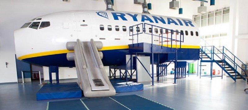 Dos aerolíneas buscan en España tripulantes de cabina de pasajeros