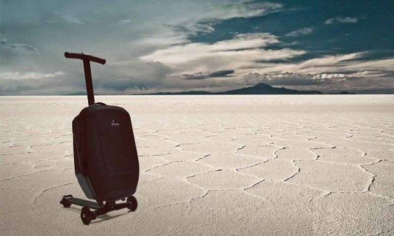 La maleta que lleva al pasajero (vídeo)