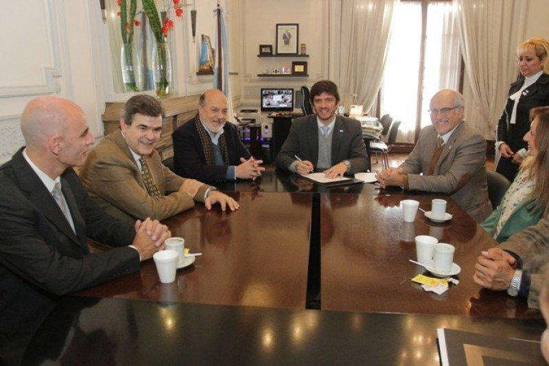 Firma del convenio con el que se crea el Observatorio Turístico de Tucumán.