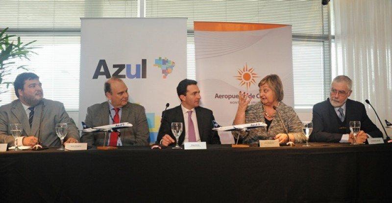 Autoridades del Ministerio de Turismo y del aeropuerto dieron la bienvenida a la compañía.