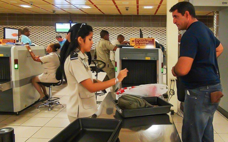 Imagen de control en la llegada de turista a Cuba.