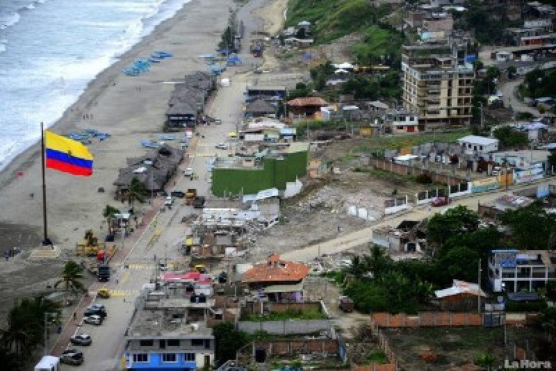 Imagen de la zona costera un mes después del terremoto de abril.