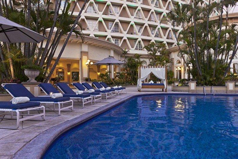 The Westin Cadena Real es uno de los hoteles de la cadena de Carlos Enrique Monteros Castillo.