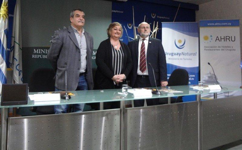En la presentación de Expo Hotel Uruguay 2016, Sergio Pacheco (OTL), Liliam Kechichian y Juan Martínez (AHRU).