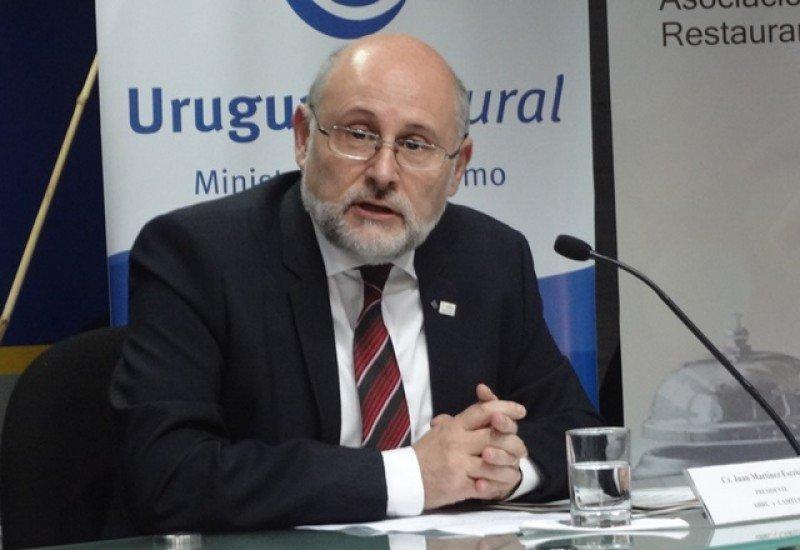 Juan Martínez, presidente de AHRU, alerta sobre el impacto de las plataformas online en el negocio hotelero.