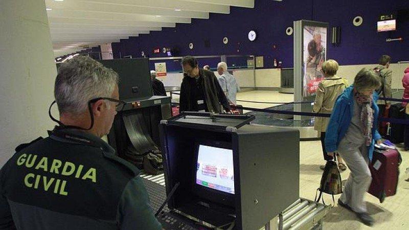 Refuerzan la seguridad en aeropuertos, fronteras y zonas turísticas de España e Italia en plana temporada de verano.