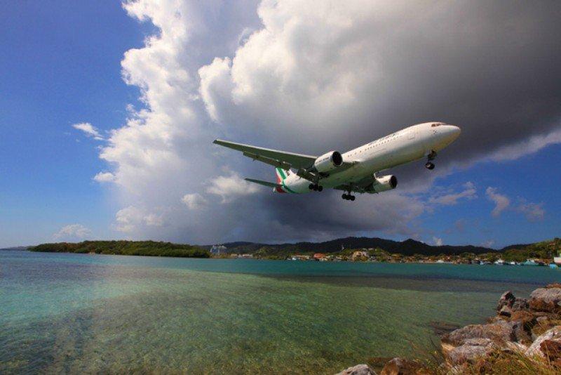 Aeropuerto de Roatán busca atraer aerolíneas desde nuevos destinos.