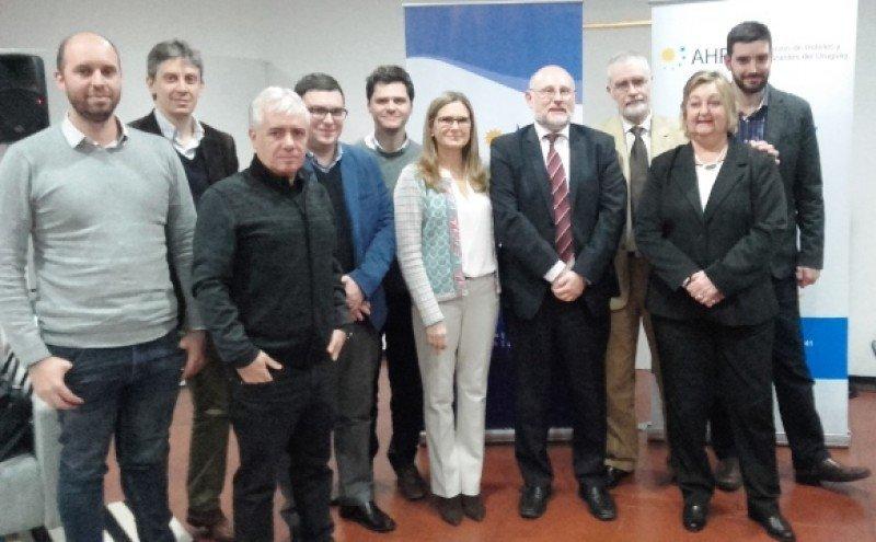 Equipos de Young y Rubicam, M Group, junto al presidente de la CAMTUR y autoridades del Ministerio de Turismo.